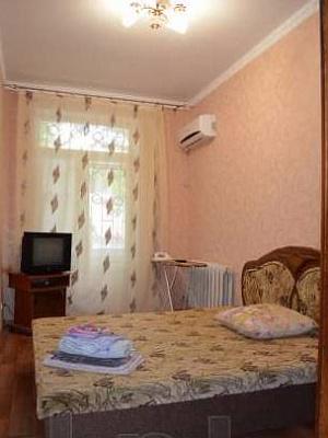 Однокомнатная квартирапосуточно в Керчи, ул. Ленина, 20