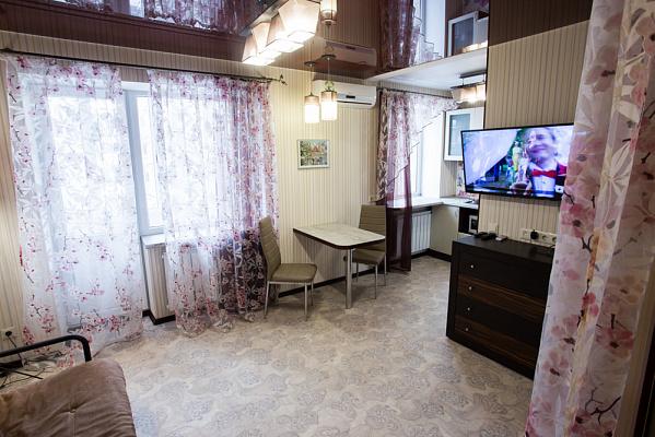 Однокомнатная квартирапосуточно в Харькове, Дзержинский район, ул. Сергея Есенина, 16