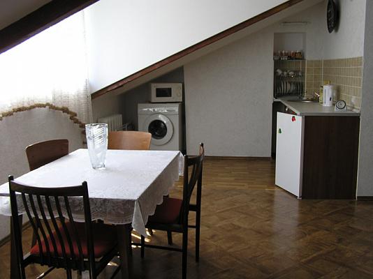 Двухкомнатная квартирапосуточно в Севастополе, Ленинский район, ул. Очаковцев, 35