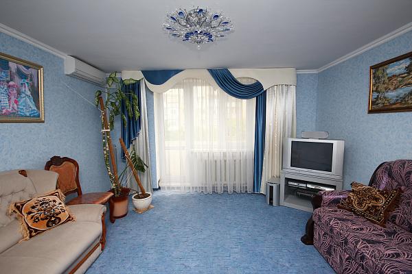 Двухкомнатная квартирапосуточно в Евпатории, пр-т Победы, 40
