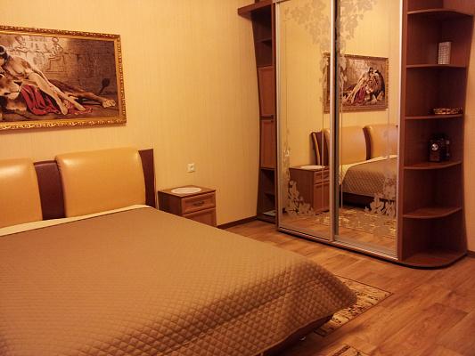 Трехкомнатная квартирапосуточно в Керчи, ул. Айвазовского, 25