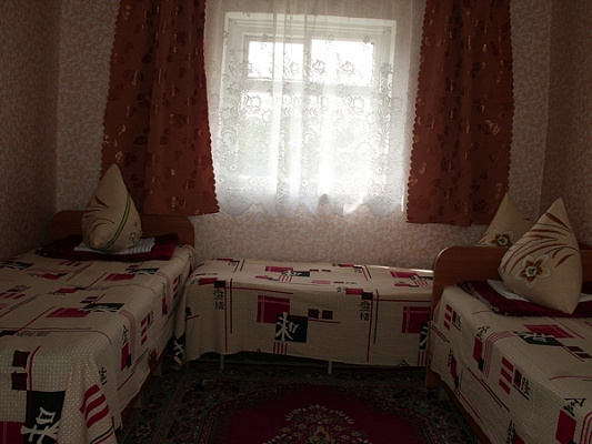 Дом посуточно в Лазурном, ул. Степная, 20
