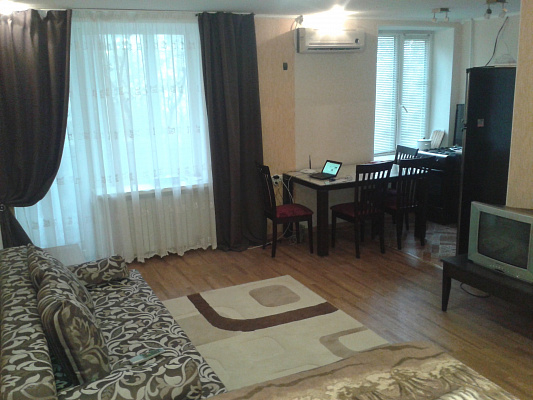Однокомнатная квартирапосуточно в Евпатории, ул. Демышева, 104