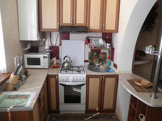 Двухкомнатная квартирапосуточно в Алуште, ул. Красноармейская, 3