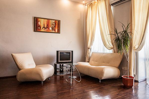 Однокомнатная квартирапосуточно в Киеве, Подольский район, ул. Петра Сагайдачного, 16б