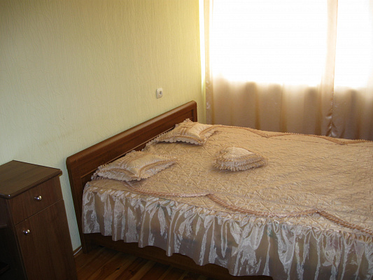 Трехкомнатная квартирапосуточно в Партените, ул. Парковая, 6