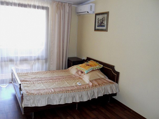 Двухкомнатная квартирапосуточно в Алуште, ул. Артиллерийская, 11