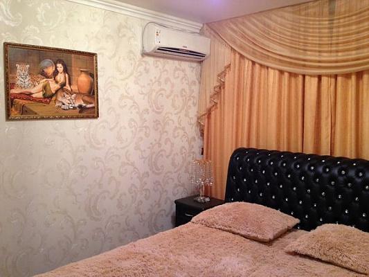 Трехкомнатная квартирапосуточно в Ильичёвске (Черноморске), ул. Мира (Ленина), 15А