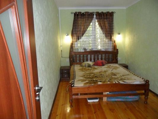 Трехкомнатная квартирапосуточно в Алупке, ул. Сурикова, 16