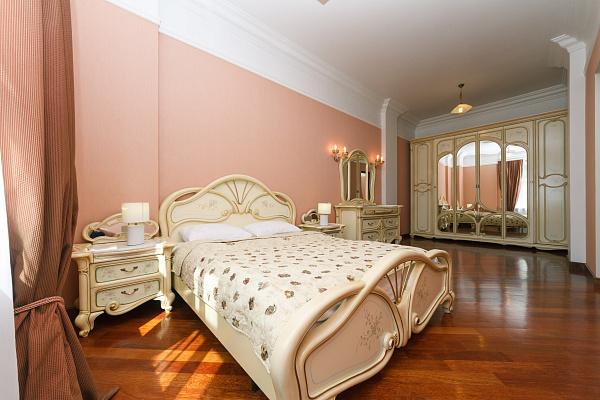 Двухкомнатная квартирапосуточно в Киеве, Печерский район, ул. Крещатик, 25
