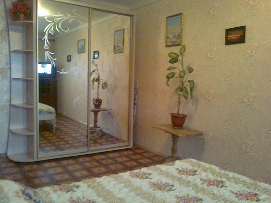 Однокомнатная квартирапосуточно в Бердянске, ул. Мазина, 21