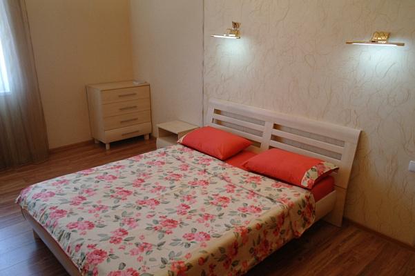 Трехкомнатная квартирапосуточно в Одессе, Приморский район, ул. Среднефонтанская, 19б
