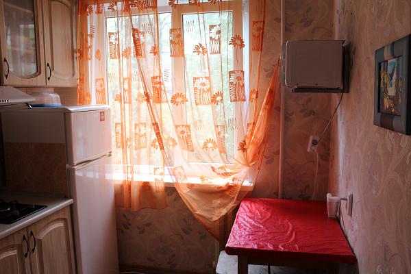 Двухкомнатная квартирапосуточно в Керчи, ул. Кирова, 67
