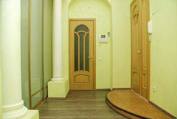 Трехкомнатная квартирапосуточно в Киеве, Шевченковский район, ул. Пушкинская, 31в