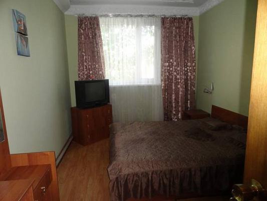 Трехкомнатная квартирапосуточно в Лазурном, ул. Курортная