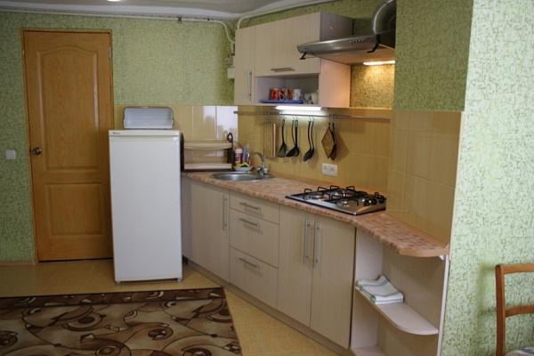 Двухкомнатная квартирапосуточно в Евпатории, ул. Тучина, 33