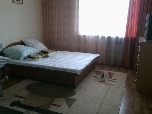 Двухкомнатная квартирапосуточно в Алуште, ул. 50 лет Октября, 10