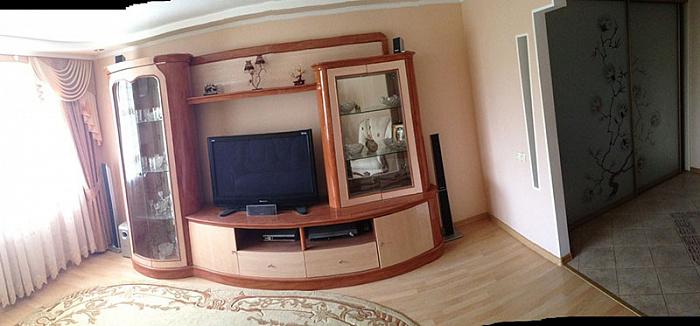 Двухкомнатная квартирапосуточно в Саках, ул. Интернациональная, 26