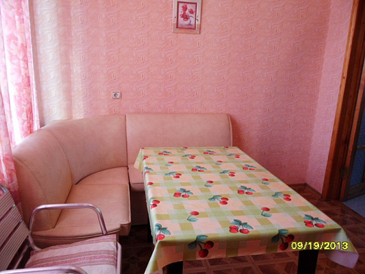Двухкомнатная квартирапосуточно в Евпатории, пер. Лукичева, 3