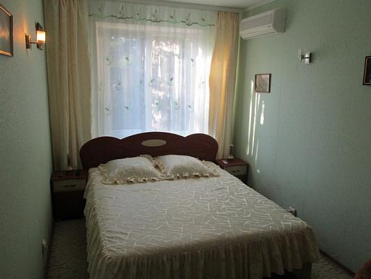 Трехкомнатная квартирапосуточно в Алуште, ул. Платановая, 4