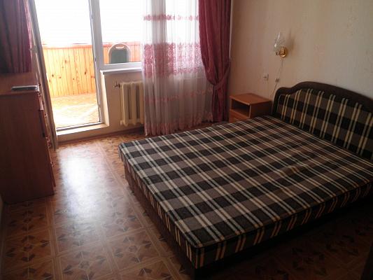 Двухкомнатная квартирапосуточно в Алуште, ул. Кипарисная, 2