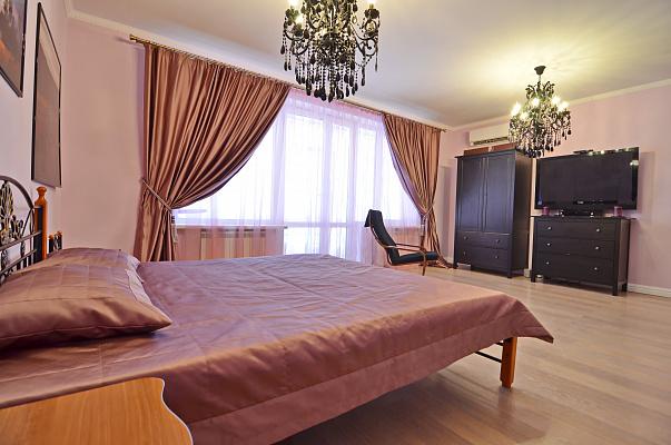 Двухкомнатная квартирапосуточно в Алуште, ул. Платановая, 1
