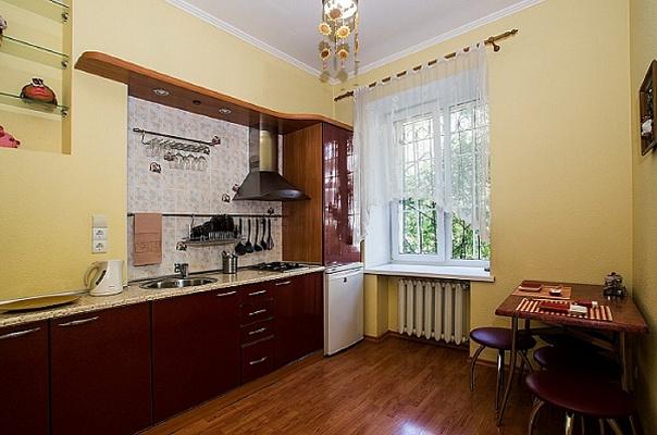 Двухкомнатная квартирапосуточно в Севастополе, Ленинский район, ул. Большая Морская, 15