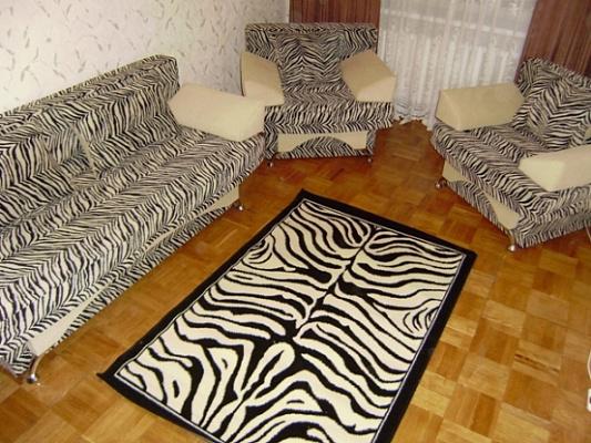Двухкомнатная квартирапосуточно в Нежине, ул. Б. Хмельницкого, 18