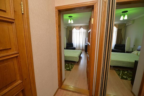 Однокомнатная квартирапосуточно в Николаеве, Центральный район, ул. Соборная, 2
