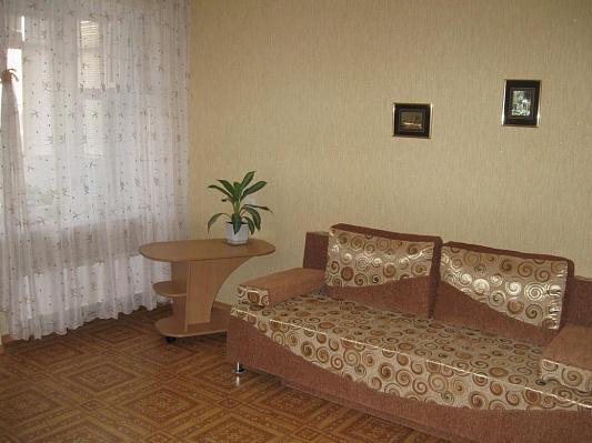 Однокомнатная квартирапосуточно в Кременчуге, 101-й квартал, 3