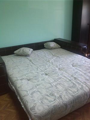 Двухкомнатная квартирапосуточно в Симферополе, Центральный район, ул. Одесская, 9