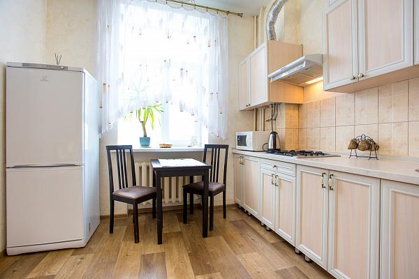 Однокомнатная квартирапосуточно в Николаеве, Заводской район, ул. Сенная, 44