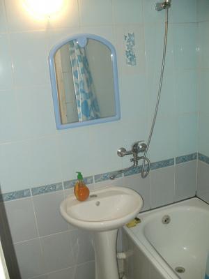 Двухкомнатная квартирапосуточно в Симферополе, Киевский район, ул. Сергеева-Ценского, 44