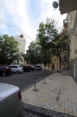 Трехкомнатная квартирапосуточно в Киеве, Шевченковский район, пер. Михайловский, 9А