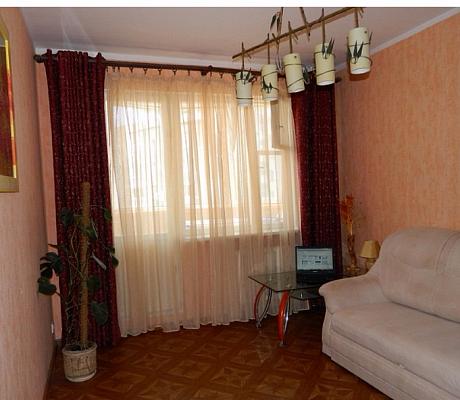 Двухкомнатная квартирапосуточно в Судаке, ул. Партизанская, 15