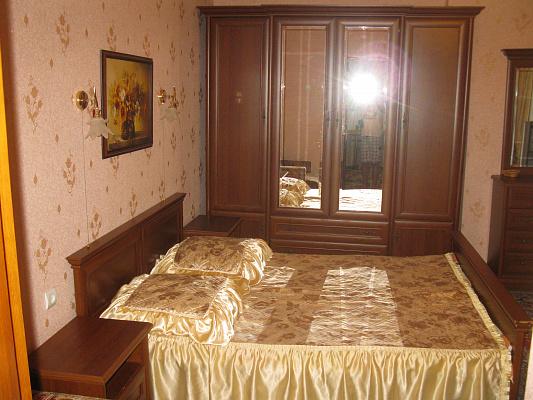 Однокомнатная квартирапосуточно в Ялте, Центр Ялты район, ул. Боткинская, 3