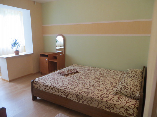 Двухкомнатная квартирапосуточно в Партените, ул. Партенитская, 9