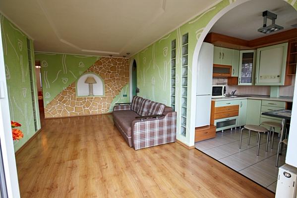 Трехкомнатная квартирапосуточно в Ровно, пр-т Мира, 9