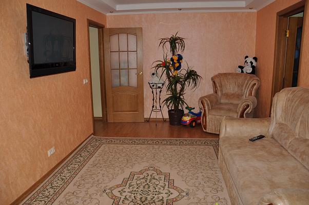 Двухкомнатная квартирапосуточно в Партените, ул. Солнечная, 6