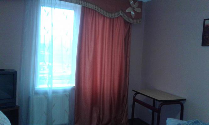 Трехкомнатная квартирапосуточно в Умани, ул. Комарова, 21а