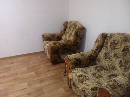 Однокомнатная квартирапосуточно в Новомосковске, пл. Героев, 2