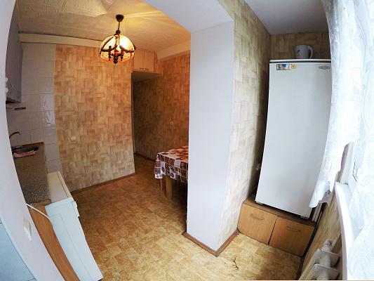 Трехкомнатная квартирапосуточно в Киеве, Шевченковский район, ул. Политехническая, 5а