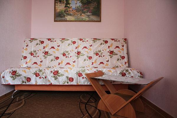 Двухкомнатная квартирапосуточно в Евпатории, ул. Кирова, 82