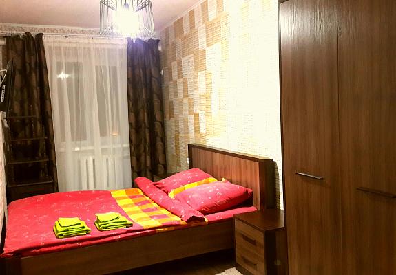 Трехкомнатная квартирапосуточно в Чернигове, Новозаводской район, ул. Ивана Мазепы, 25