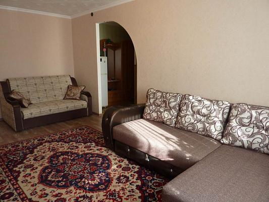 Двухкомнатная квартирапосуточно в Черноморском, ул. Кирова, 77