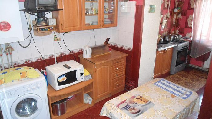 Трехкомнатная квартирапосуточно в Очакове, ул. Строителей, 31