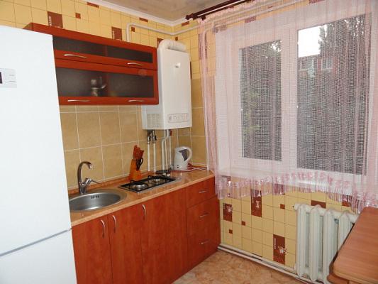 Двухкомнатная квартирапосуточно в Орджоникидзе (Покрове), ул. Центральна (Калинина), 43