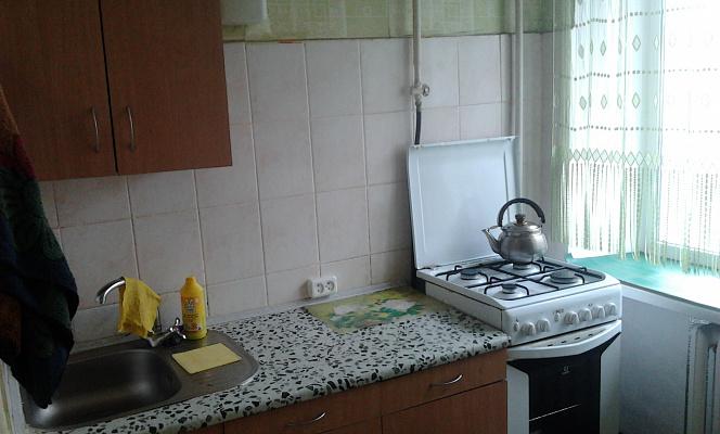 Двухкомнатная квартирапосуточно в Ахтырке, ул. Армейская, 80