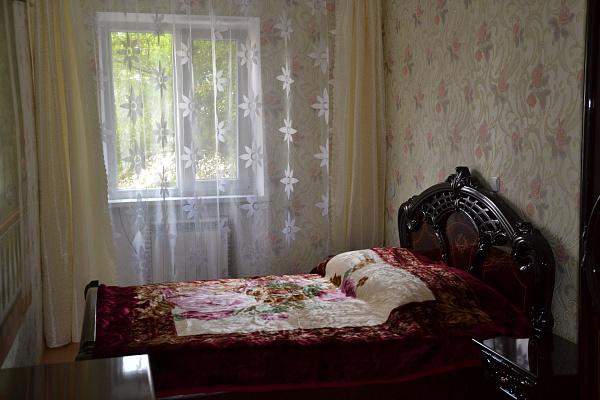 Трехкомнатная квартирапосуточно в Саках, ул. Строительная, 4