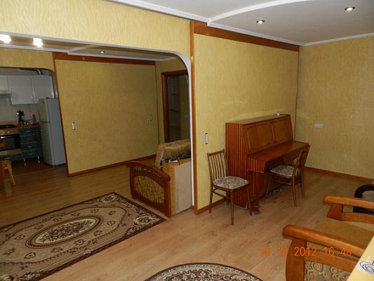 Двухкомнатная квартирапосуточно в Феодосии, ул. Куйбышева, 2